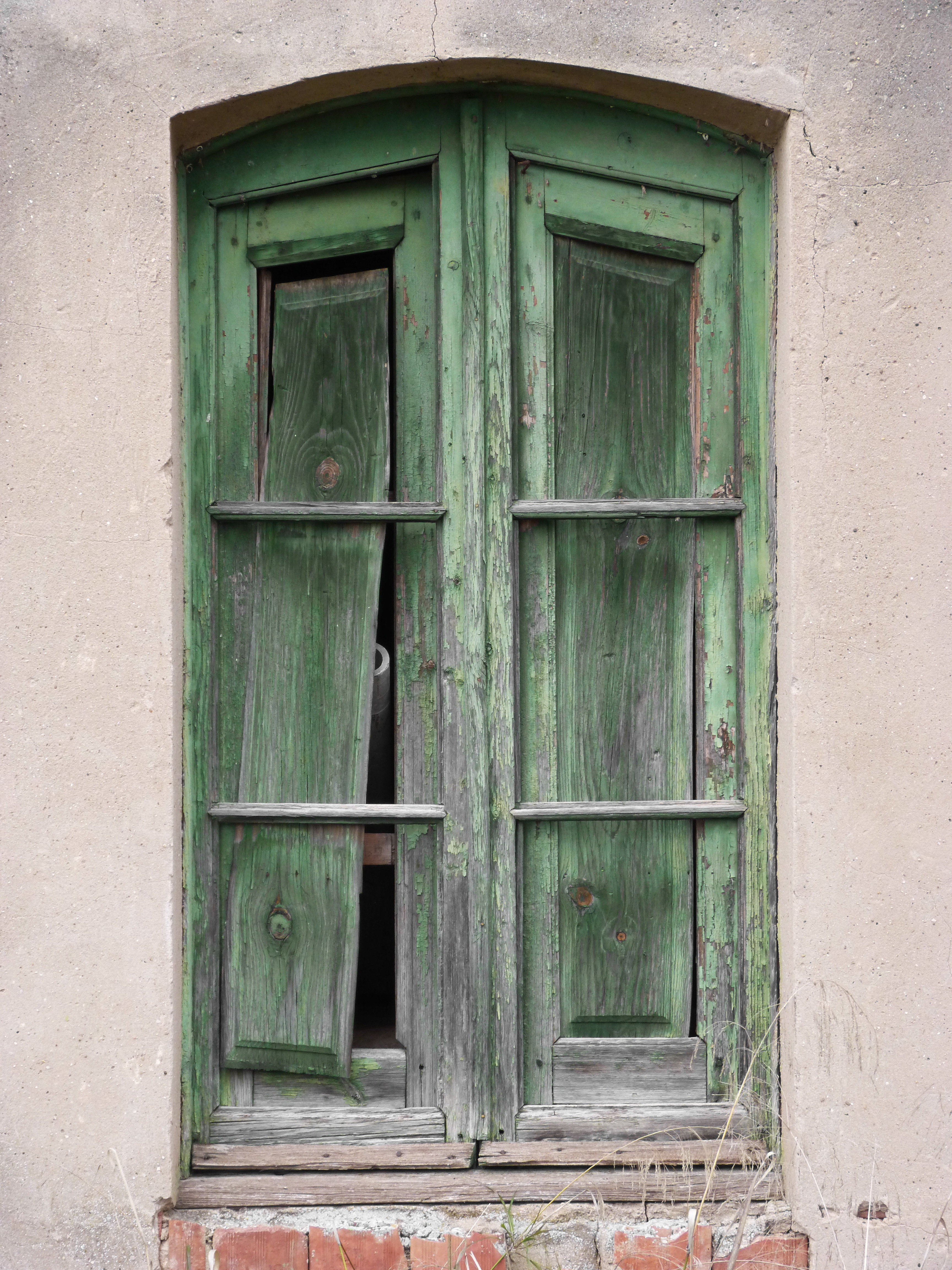 Green wood peeling paint