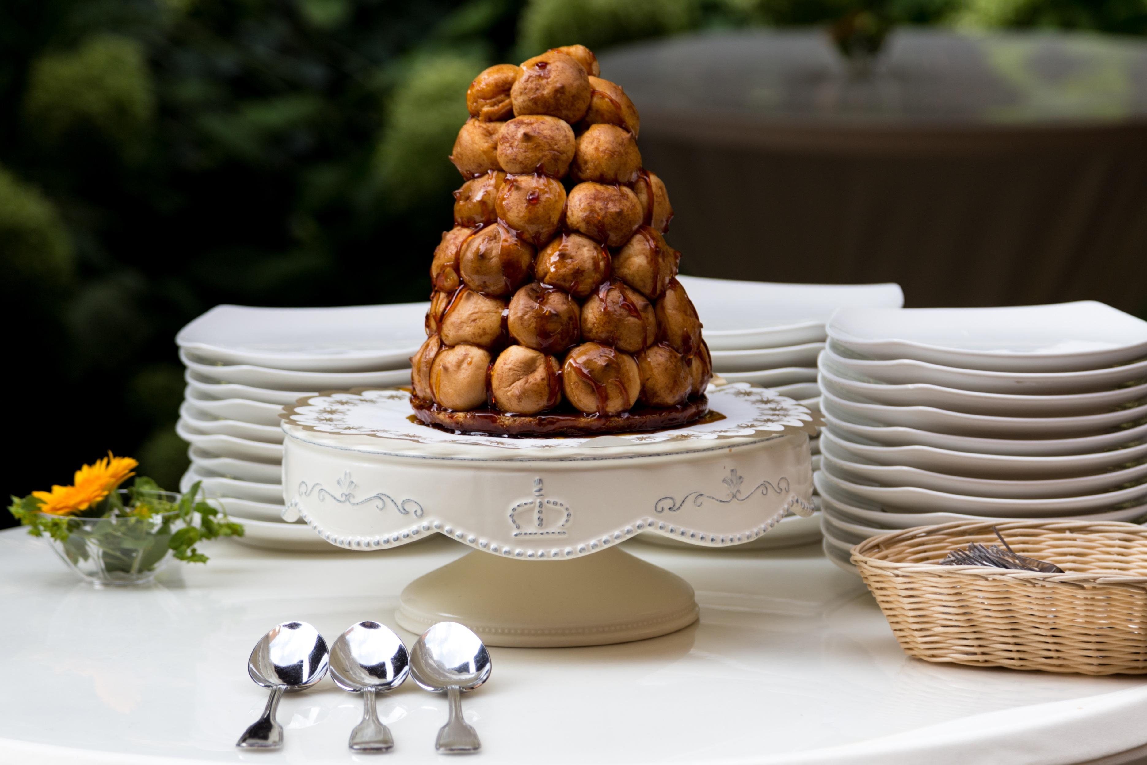 Caramel cake wedding